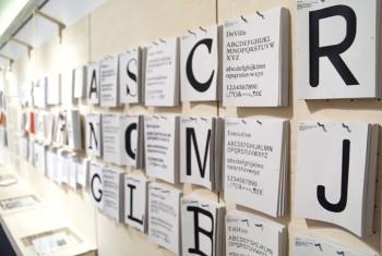 Abreißzettel der Ausstellung ON TYPE im Gutenberg-Museum Mainz