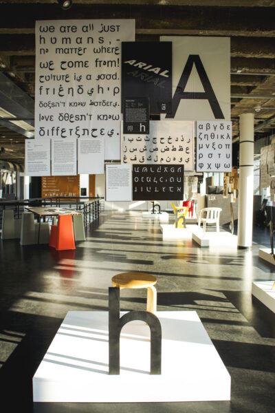 """DESIGN(GALLERY): <br>Ausstellung """"Type&Chairs"""